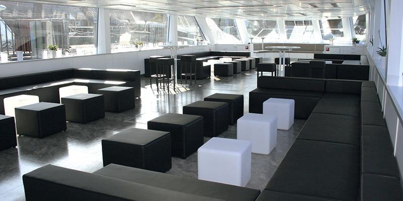 Innenraum mit Lounge-Ausstattung